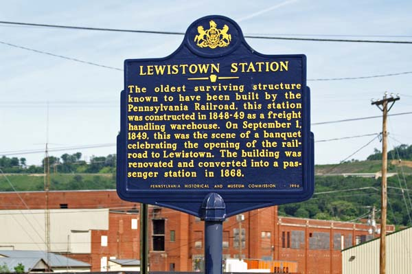 Burnham (PA) United States  city pictures gallery : Lewistown Amtrak station